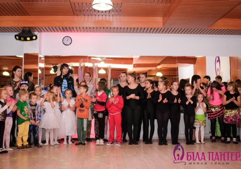 Виступ з танців для дітей