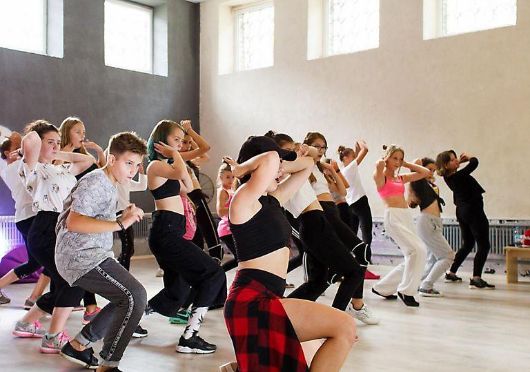 dance-mk00080