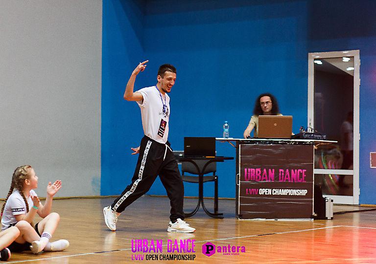 lv-urban-dance01812